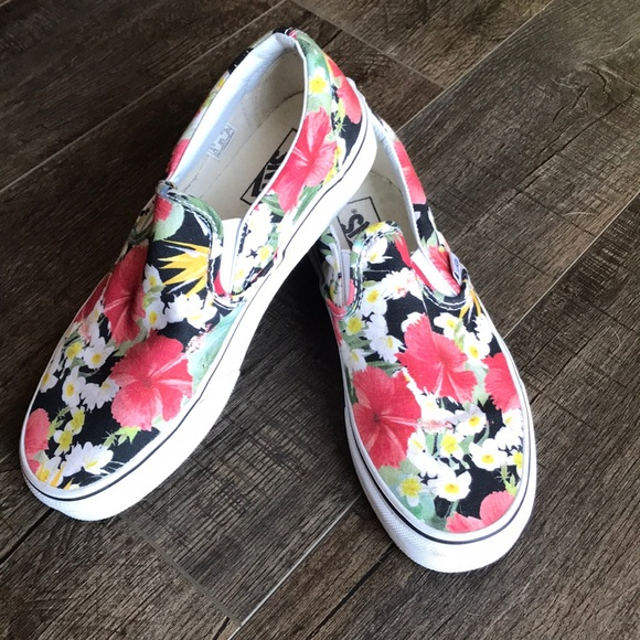 feb917e349186c Vans Classic Slip On in Digi Aloha! 🌺. M 5bbbfb06194dadfc5a449586